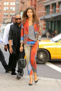 Zendaya looks cool in a grey t-shirt and Vivienne Westwood suit on the streets of New York. Zendaya Coleman, Vivienne Westwood Suit, Celebrity Dresses, Celebrity Style, Zendaya Street Style, Zendaya Outfits, Zendaya Fashion, Stylish Outfits, Fashion Outfits