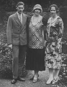 Queen Marie of Romania with Prince Nicholas and Princess Ileana, 1925 Queen Victoria Family, Victoria Reign, Von Hohenzollern, Maud Of Wales, Romanian Royal Family, Prince Michael Of Kent, Royal Beauty, Royal Queen, Evolution Of Fashion