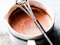 Découvrez la recette Chocolat chaud épais sur cuisineactuelle.fr.