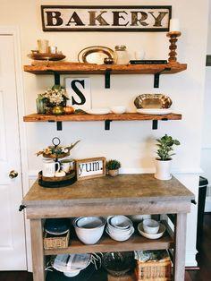 Home decoration design ideas. make your own farmhouse shelves. easy wooden shelves for your kitchen. Cuisines Diy, Cuisines Design, Diy Kitchen Shelves, Kitchen Decor, Diy Shelving, Open Shelving, Kitchen Ideas, Diy Wooden Shelves, Wooden Kitchen