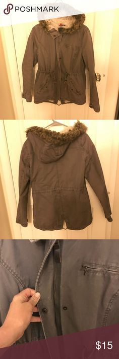 H&M womens parka H&M Divided womens parka jacket. Greyish color. Zipper and button closure. Signs of wear. Fur on hood is matted, i think from me washing it myself instead of taking to dry cleaners. No stains or flaws otherwise. Inside is a faux fur material. Very warm. I would keep this jacket if it still fit me. Lost some weight so now it just looks too big on me. Divided Jackets & Coats