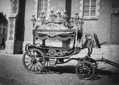 Lijkwagen http://www.waaserfgoed.be/collectie/13-bladeren-partnercollectie/19-heemkundige-kring-de-kluize-sint-gillis-waas/9268-lijkwagen Belgium