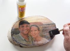 Foto op hout 2 Diy Wood Projects, Projects To Try, Foto Transfer Potch, Heide Park, Decoupage, Jw Gifts, Idee Diy, Photo Displays, Homemade Gifts