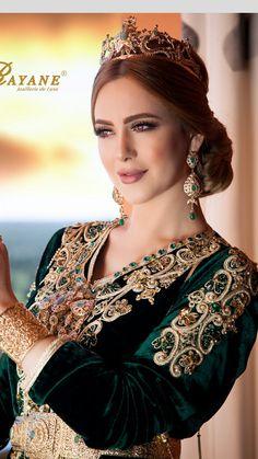 Caftan Morrocan Dress, Moroccan Bride, Moroccan Wedding, Moroccan Caftan, Arab Fashion, Turkish Fashion, Diy Fashion Videos, Kaftan Designs, Arabic Dress