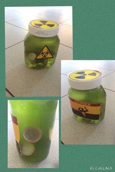 Een leuk en smerig cadeautje! Doe gelatine in een choco pot en doe na ongeveer 3-4 uur muntjes in de smurrie! Als de gelatine hard genoeg is versier je de pot met waarschuwingstekens.