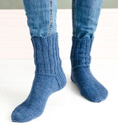 Miesten villasukat | Meillä kotona Socks, Crafts, Fashion, Stockings, Moda, Manualidades, Fashion Styles, Sock, Handmade Crafts