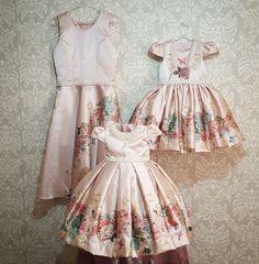Mais um lindo Look exclusivo #bebeluxoatelie mãe e duas filhas princesas... namorando muito!! 😱😍💓😄. #talmaetalfilha #vestidodeprincesa #dressforprincess