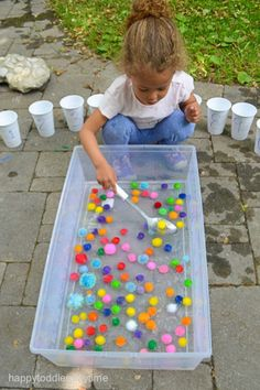 21 Fast & Easy Math Activities – HAPPY TODDLER PLAYTIME Looking for math activities for the kids? Here are 21 quick and simple math activities perfect for toddlers and preschoolers. Motor Skills Activities, Preschool Learning Activities, Indoor Activities, Sensory Activities, Infant Activities, Toddler Preschool, Kids Learning, Outdoor Toddler Activities, Outdoor Activities For Preschoolers