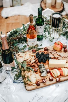 How to Host a Girls Wine Night - Expolore the best and the special ideas about Wine wednesday Food Platters, Cheese Platters, Antipasto, Charcuterie, Soirée Pyjama Party, Wein Parties, Wine Photography, Wine Tasting Party, Wine Night