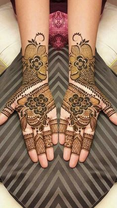 @aaliyaahmad03 Full Mehndi Designs, Modern Henna Designs, Palm Mehndi Design, Floral Henna Designs, Legs Mehndi Design, Indian Mehndi Designs, Stylish Mehndi Designs, Wedding Mehndi Designs, Mehndi Design Pictures