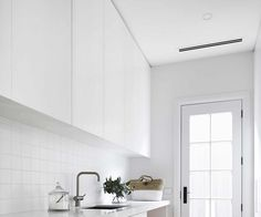 Coastal luxe meets Hamptons style in this Mornington Peninsula home Hamptons Style Homes, Hamptons House, The Hamptons, Coastal Style, Coastal Living, Brick Studio, Timber Beds, Weatherboard House, Interior Fit Out