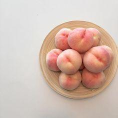 peach aesthetic orange pink pastel light korean soft minimalistic kawaii cute g e o r g i a n a : a e s t h e t i c s Peach Aesthetic, Aesthetic Food, Food N, Food And Drink, Peach Springs, Just Peachy, Mets, Cute Food, Healthy Recipes