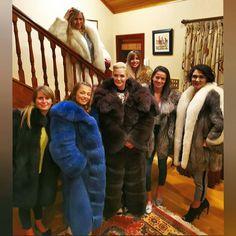 Fox Fur Coat, Fur Coats, Cosy Outfit, Furry Girls, Fur Fashion, Sustainable Fashion, Mantel, Sexy Women, Lady