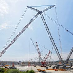 Liebherr - World record: the tallest crawler crane, the LR 13000 during its erection in Ehingen, Germany