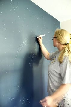 Night Sky Accent Wall How to Paint a Night Sky Mural www. Night Sky Accent Wall How Bedroom Murals, Bedroom Wall, Kids Bedroom, Bedroom Ceiling, Bedroom Themes, Painting Shiplap, Painting On Wall, Ceiling Painting, Wall Paintings