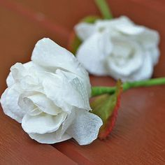 How to make a rose flower with tissue paper. diy videos paper How to make tissue paper rose Toilet Paper Flowers, Tissue Paper Roses, Paper Flowers Roses, Easy Paper Flowers, Tissue Flowers, Paper Peonies, Paper Flower Tutorial, Diy Flowers, Rose Flowers
