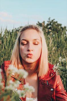 #wildflower #wildflowers #nature #photography #photoshoot #photographyideas #photoshootideas #canon #camera #sunglasses #shades #ootd #leatherjacket #flowers #water Wildflowers, Canon, Nature Photography, Ootd, Shades, Photoshoot, Sunglasses, Cannon, Photo Shoot