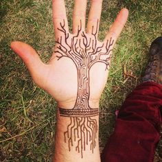 Great designs for tree tattoos made with henna! - Great designs for tree tattoos made with henna! Henna Tattoos, Henna Tattoo Designs, Life Tattoos, Mehndi Designs, Body Art Tattoos, Cool Tattoos, Henna Designs For Men, Finger Tattoos, Sleeve Tattoos