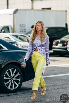 New York Fashion Week Delivered All the Street Style You've Been Waiting For If New York Fashion Week is the style world's equivalent of back-to-school, then the street style that comes with it is our version of those perfect first-day Fashion Milan, Fashion Week, New York Fashion, High Fashion, Fashion Looks, Fashion Outfits, Fashion Trends, Young Fashion, Cheap Fashion