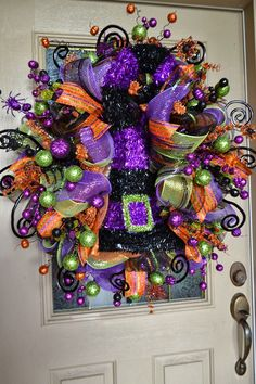 Cheap Halloween Wreath That Will Speak Your Guests - Wreaths make the yard look very pretty. Choose from grapevine wreaths or black and orange Halloween wreaths to suit your tastes and decorate walls and front door by hanging them. Deco Porte Halloween, Halloween Mesh Wreaths, Holiday Wreaths, Halloween Front Doors, Halloween Garland, Holidays Halloween, Halloween Crafts, Halloween Decorations, Halloween Stuff