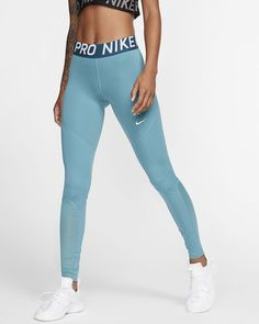 Gear up for your training and your active lifestyle with the latest women's tights and leggings from Nike. Cute Comfy Outfits, Sporty Outfits, Athletic Outfits, Trendy Outfits, Nike Pro Outfit, Cute Nike Outfits, Athletic Clothes, Gym Outfits, Fitness Outfits