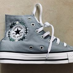Etsy Ropa , Etsy Ropa - Diy and crafts interests Converse Gris, Mode Converse, Galaxy Converse, Black Converse, Converse Outfits, Style Converse, Converse Shoes, Women's Converse, Floral Converse