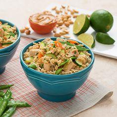 Bol de riz au poulet et au beurre d'arachide à la thaïlandaise