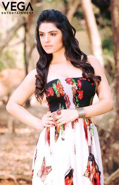 Actress #SidhikaSharma Pics #sidhikasharma #sidhika #sharma #luckysharma #fashion #2017 #vegaentertainment #vega #entertainment Strapless Dress, Photoshoot, Dresses, Fashion, Strapless Gown, Gowns, Moda, Photo Shoot, La Mode