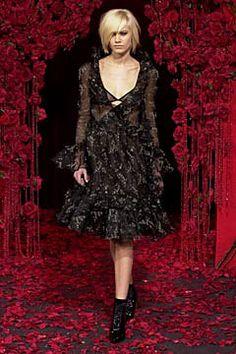 D&G Fall 2001 Ready-to-Wear Fashion Show - Delfine Bafort