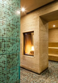 Rammed Earth Lehmsauna Bad Schinznach in Switzerland by Martin Rauch Nice touch with lamp in middle. Illuminates both sides of the room/corridor Rammed Earth Homes, Rammed Earth Wall, Sustainable Architecture, Architecture Details, Super Adobe, Pole House, Earth Design, Concrete Wood, Natural Building