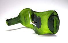 Relógio de garrafa de vidro /   De mesa  verde   ponteiros brancos  PRODUTO RECICLADO - ARTIGO SUSTENTÁVEL  Entrega para todo Brasil R$45,00