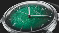 Small is the new big in the luxury watch market  ||  Top brands are dialling-back on oversized timepieces in the race to reinvent the watch of the future. http://www.executivestyle.com.au/seven-statementmaking-mens-watches-to-boost-your-wrist-game-h130i6