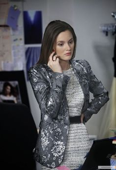 Gossip Girl Fashion: Blair Waldorf (Leighton Meester) wears an Alice + Olivia blazer and Milly dress. Gossip Girl Blair, Gossip Girls, Style Gossip Girl, Moda Gossip Girl, Blair Waldorf Gossip Girl, Gossip Girl Outfits, Gossip Girl Fashion, Blair Waldorf Outfits, Blair Waldorf Stil