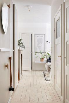 Cozy white home with a blue bedroom wall Blue Bedroom Walls, Bedroom Carpet, Scandinavian Apartment, Scandinavian Interior, Hallway Inspiration, Nordic Home, Minimalist Room, Interior Decorating, Interior Design