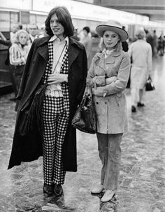 Marianne Faithfull and Mick Jagger London Airport 1969 William Lovelace is part of Boho fashion Fall Plus Size - July 1969 Singer Marianne Faithfull and Mick Jagger of the Rolling Stones at London Airport (Photo by William Lovelace) Bianca Jagger, Marianne Faithfull, Style Année 60, Style Icons, 70s Icons, Rolling Stones, Appropriation Culturelle, 1960s Fashion, Vintage Fashion