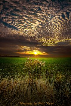 The Edge of the Sky - Pictures like this make my heart ache to be there. Out of everything awesome in this world, simple sunset and landscapes leave me breathless in awe, time and time again. Beautiful Sunset, Beautiful World, Beautiful Places, Beautiful Morning, Beautiful Scenery, Amazing Photography, Nature Photography, Moonlight Photography, Photography Ideas