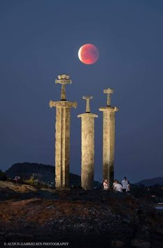Stavanger Norway last nights blood moon :) Audun Gabrielsen Photography Places To Travel, Places To See, Vikings, Valhalla, Stavanger Norway, One Word Art, History Images, Art History, Blood Moon