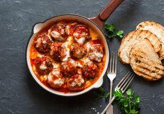 Meatballs Tuscany with spicy tomato sauce - Rezepte - Best Food Italian Dishes, Italian Recipes, Tasty Meatballs, Spicy Tomato Sauce, Food Tags, Sauce Tomate, Quick Meals, I Foods, Mozzarella