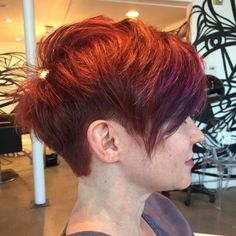 Pixie cut with a weight line tapered with a 2 guard in the back and sides .. 5.66 base color …front bayalage with pravana violet .. #shampusalon #shampuhouston #nothingbutpixies @nothingbutpixies #shorthair