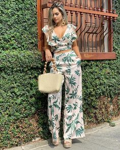 Pantalon - Her Crochet Diy Fashion, Ideias Fashion, Fashion Dresses, Womens Fashion, Classy Outfits, Chic Outfits, Tropical Outfit, Jumpsuits For Women, African Fashion