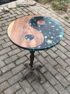 Round epoxy table, poxy r Resin Patio Furniture, Wood Resin Table, Backyard Furniture, Woodworking Furniture, Diy Woodworking, Outdoor Furniture, Patio Furniture Cushions, Woodworking Videos, Patio Chairs