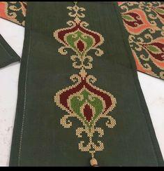 Moroccan Dress, Needlepoint, Embroidery Designs, Bohemian Rug, Christmas Crafts, Cross Stitch, Crochet, Farmhouse Rugs, Punto De Cruz