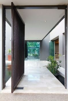puertas pivotantes modernas