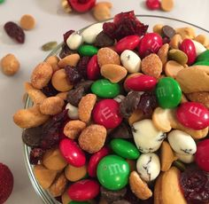 Christmas Cookies Kids, Christmas Desserts, Holiday Treats, Holiday Recipes, Christmas Recipes, Holiday Fun, Trail Mix Recipes, Snack Recipes, Candy Recipes