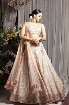 Always wondered what a Manish Malhotra lehenga costs? Check out amazing cocktail and bridal Manish Malhotra Lehenga Prices in this post. Manish Malhotra Lehenga, Lehenga Choli, Manish Malhotra Designs, Robe Anarkali, Pink Lehenga, Lehnga Dress, Indian Lehenga, Kiara Advani, Indian Dresses