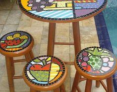 Conjunto c/ 3 banquetas Cesta de Frutas Stained Glass Designs, Mosaic Designs, Stained Glass Patterns, Mosaic Patterns, Mosaic Wall Art, Tile Art, Mosaic Glass, Mosaic Furniture, Hand Painted Furniture