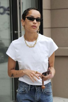 Zoe Kravitz Looks Cooler Than Anyone Else on a Coffee Run: Photo Zoe Kravitz looks effortlessly chic while going for a coffee run on Thursday morning (October in New York City. The actress wore a white tee,… White Tshirt And Jeans, White Tshirt Outfit, White Tees, T Shirt And Jeans Outfit, Look Cool, Cool Style, Zoe Kravitz Style, Garance, Vogue