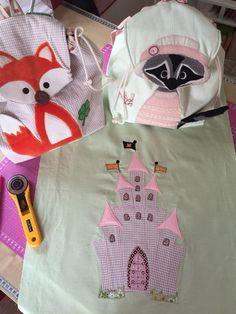 Patchwork bei Mafalda - Fuchs-Kinderrucksack und Waschbär-Kinderrucksack und ein Märchenschloss für einen Quilt