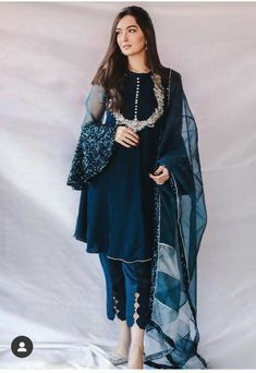 Party Wear Indian Dresses, Pakistani Fashion Party Wear, Designer Party Wear Dresses, Indian Fashion Dresses, Kurti Designs Party Wear, Indian Designer Outfits, Dress Indian Style, Salwar Designs, Bridal Dresses