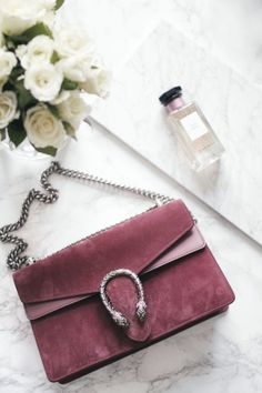 Find tips and tricks, amazing ideas for Gucci purses. Discover and try out new things about Gucci purses site Gucci Handbags, Luxury Handbags, Purses And Handbags, Gucci Bags, Ladies Handbags, Miu Miu Tasche, Diy Sac, Luxury Bags, Carolina Herrera